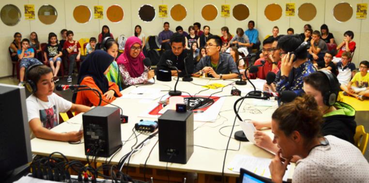 Micros ouverts, les étudiants malaisiens de GEII vont répondre aux questions des collégiens. - Micros ouverts, les étudiants malaisiens de GEII vont répondre aux questions des collégiens.