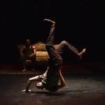 CARTES BLANCHES - Compagnie Käfig - Direction artistique : Mourad MERZOUKI - Chorégraphie et interprétation : Yann ABIDI, Rémi AUTECHAUD, Kader BELMOKTAR, Brahim BOUCHELAGHEM, Rachid HAMCHAOUI, Hafid SOUR - Lumières : Yoann TIVOLI - Costumes : Emilie CARPENTIER - Dans le cadre du Festival Kalypso - A la Maison des Arts de Créteil - Le 24 novembre 2016 - Photo : Benoîte FANTON