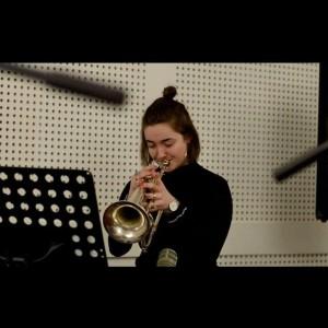 Justine, chanteuse et musicienne